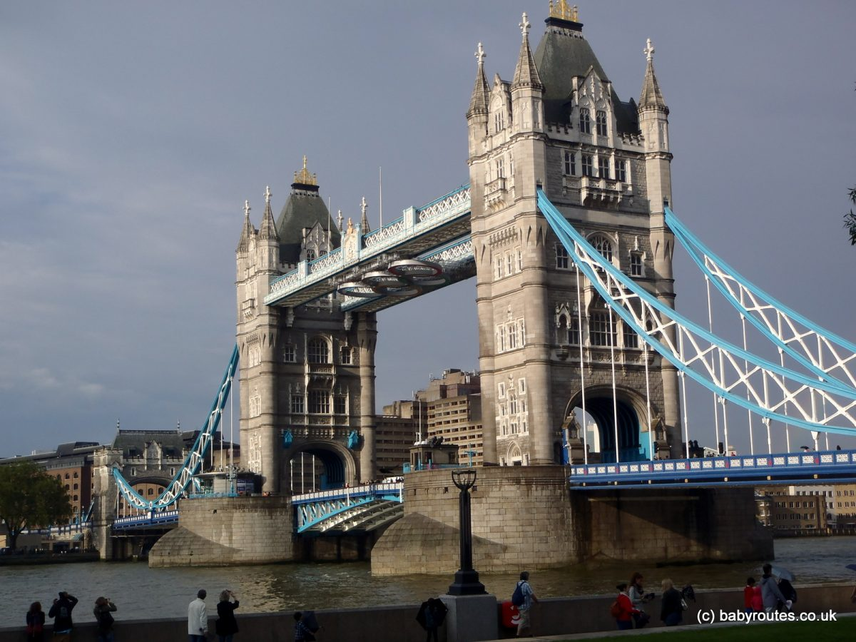 Night lights queens walk london - London Walks