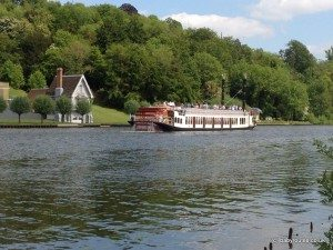 Boat on Thames by Marsh Lock, Shiplake to Henley walk