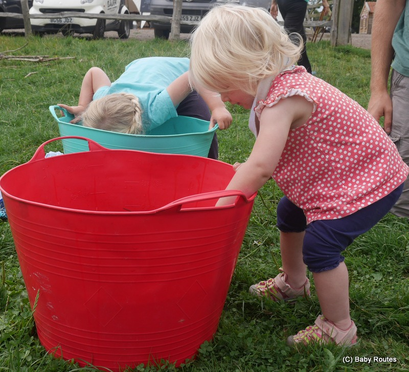 Apple bobbing, Escape to the Countryside