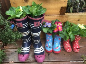How to make flower pots from old wellies.