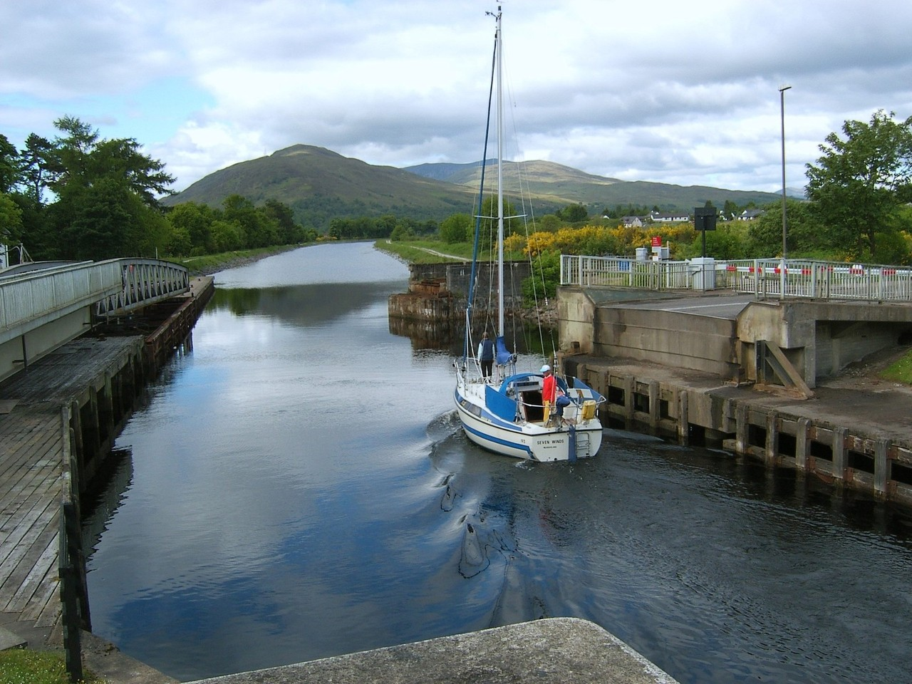 Caledonian Canal Boat Trip, cruising with children